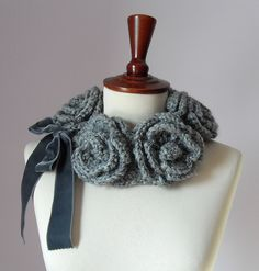FIVE ROSES - Crochet Cowl/Neckwarmer