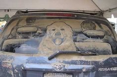 Scott Wade developed a method for creating detailed and shaded pieces of art in the dust of dirty car windows. - Family on vacation - Dirty Car Artworks by Scott Wade.