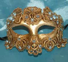 Do you like this mask? It's handmade and it comes directly from Venice! I love it!!