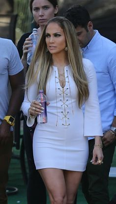 JLo en un vestido ultra sexy - Yahoo Celebridades En Español Long Hair Cuts, Long Hair Styles, Jennifer Lopez Photos, Camila, Celebs, Celebrities, Fashion Outfits, Womens Fashion, Long Hairstyles