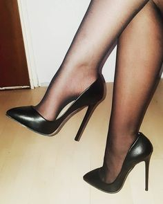 #stilettoheelsstockings