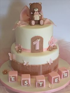 Torta Primo compleanno bimba https://www.facebook.com/ lellasansonecake/posts/1251198011628575