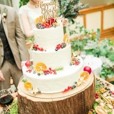 愛知県にあるORANGE VERT(オランジュ・ベール)にて、2016年12月17日に結婚式を行われた卒花嫁「kk__1217」さま。高砂スペースにはい草を敷き、香りにも癒されるアットホームな会場装飾を作り上げられました。#ウェディングケーキ #ケーキ #cake #wedding #結婚式 #ウェディング #bridal