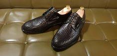 """ビスジネススタイルにも""""流行り""""があるのは当然だが、靴に関しては絶対にクラシックな 靴。良質な革靴は、 ラストミー 国際送料はてラストミーが全て負担します。 LINE (ID) jp.lastmy 🇯🇵jp.lastmy.com  #手作り #ファッション  #ラストミー #本革 #革靴 #ジェントルマン #紳士 #オックスフォード #お買い物 #くつ #メンズ #いいね #デザイン #コーデ  #オーダーメイド #手作り靴 #ヌバック #足元 #高級靴  #靴磨き #ありがとう #可愛い #空  #冬"""