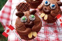 'Bucky Beaver' cupcakes for Canada Day Canada Day Party, Cupcake Recipes, Cupcake Cakes, Dessert Recipes, Desserts, Cupcakes Kids, Cupcake Ideas, Donut Cupcakes, Animal Cupcakes