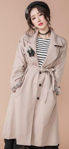 StyleOnme_Pleated Back Detail Trench Coat #beige #trench #coat #pleated #chic #koreanfashion #kstyle #kfashion #dailylook #springtrend