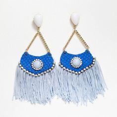 Brinco Artesanal azul de Leque e Franja R$ 9,90