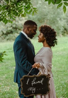 Memorable wedding photography poses - pick up big inspiration from these photo presentation. Engagement Pictures, Engagement Shoots, Wedding Pictures, Wedding Ideas, Engagement Ideas, Black Love Couples, Cute Couples, Photos D'engagement, Family Photos