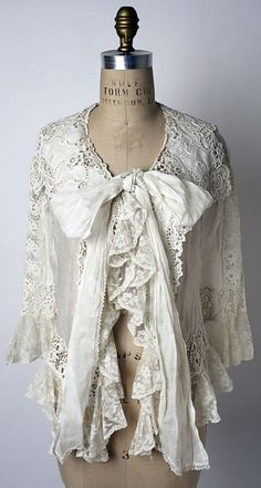 Bed Jacket -- -- American or European -- Cotton -- The Costume Institute at The Metropolitan Museum of Art Look Vintage, Vintage Lace, Vintage Dresses, Vintage Outfits, Antique Clothing, Historical Clothing, Edwardian Fashion, Vintage Fashion, Casual Chique