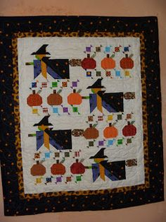 This reminds me, wasn't there a book about a quilter who makes tons of unique ones and hangs them outside and sells them? Other pinner: This Halloween quilt I made is from the BH American Patchwork & Quilting magazine Oct 1996 Halloween Sewing, Fall Sewing, Fall Halloween, Halloween Crafts, Halloween Humor, Cat Crafts, Halloween Quilt Patterns, Halloween Quilts, Witch Quilt