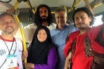 Governador segue de ônibus para Morro da Capelinha - http://noticiasembrasilia.com.br/noticias-distrito-federal-cidade-brasilia/2015/04/03/governador-segue-de-onibus-para-morro-da-capelinha/