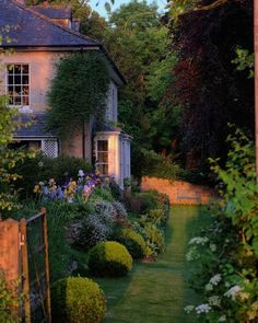 Pin on outdoor living - Home architecture Dream Garden, Home And Garden, Beautiful Homes, Beautiful Places, Beautiful Pictures, Nature Aesthetic, Summer Aesthetic, My Dream Home, Future House