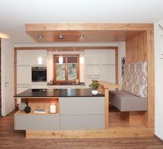 Innovation Küchen Rustic Home Decor Innovation Küchen Rustic Kitchen Cabinets, Rustic Kitchen Design, Home Decor Kitchen, Home Kitchens, Diy Kitchen, Küchen Design, Interior Design, Vaulted Ceiling Kitchen, Cuisines Design