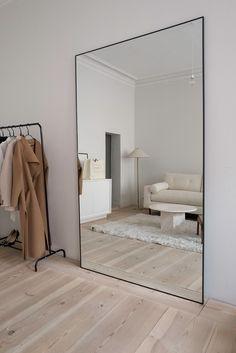Small Home Interior home mirror.Small Home Interior home mirror Living Room Decor Arrangement, Minimalist Mirrors, Minimalist Bedroom, Minimalist Living Rooms, Minimalist Closet, Minimal Living, Minimalist Home Interior, Minimalist Furniture, Minimalist Decor