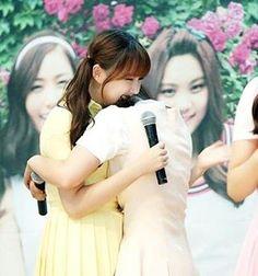 Aw so cute❤ -- #sinb #yerin #여자친구 #신비 #예린 #kpopfollow #gfriend #sowon #eunha #yuju #umji #girlgroup #kpop #sinrin #sinb #yerin