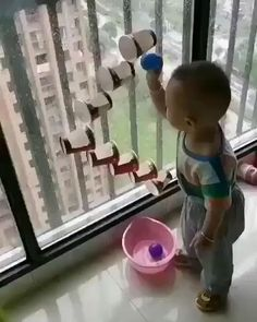 The best Easy Activities for Kids at home. Cheap and easy to set up indoor activities using common household items and/or recycled materials Toddler Learning Activities, Baby Learning, Infant Activities, Fun Activities, Educational Activities, Montessori Toddler, 9 Month Old Baby Activities, Babysitting Activities, Montessori Bedroom