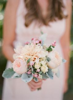 Small wedding bouquets for spring summer weddings / http://www.himisspuff.com/posy-small-wedding-bouquets/4/
