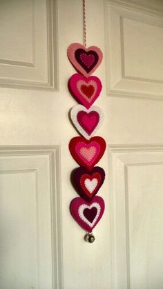 Valentine DIY and Crafts Ideas For the most romantic day in the year, Valentine's Day we have selected interesting DIY crafts. Here are some awesome easy to make Valentine's Day craft ideas. Valentine Wreath, Valentine Day Crafts, Holiday Crafts, Thanksgiving Crafts, Felt Decorations, Valentines Day Decorations, Saint Valentin Diy, Valentines Bricolage, Diy And Crafts