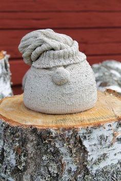 12/8 2014  Lite fel årstid är det...   Men är man betonggalen och har fått en ide i huvudet så kan en feltvättad raggsocka bli en gullig tomte!