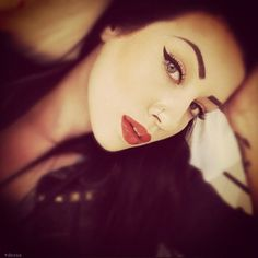 Find the picture to your taste! Eye Images, Beauty Book, Vintage Gothic, Winged Eyeliner, Favim, Face Hair, Red Lipsticks, Make Up, Eyes