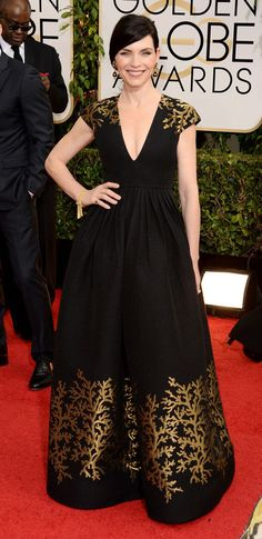 Julianna Margulies at the #goldenglobes. Love the neckline, chignon, classic makeup.