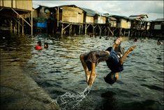 フィリピン最大のスラム街「スモーキー・マウンテン」で暮らす子どもたちを捉えた写真 : Chris Rusanowsky