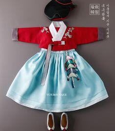 은서 Korean Traditional, Traditional Outfits, Dress Outfits, Girl Outfits, Modern Hanbok, Dolly Dress, Korean Dress, Little Fashion, Kid Styles