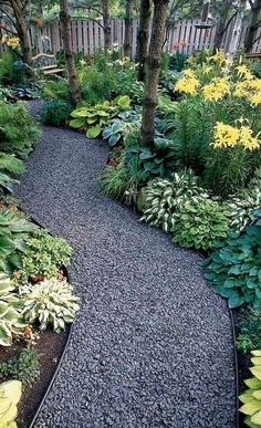 Front Yard Garden Design Beautiful and Cheap Simple Front Yard Landscaping Ideas 51 - Beautiful and Cheap Simple Front Yard Landscaping Ideas 52 Front Yard Landscaping Design, Pathway Landscaping, Landscaping Tips, Beautiful Backyards, Garden Paths, Shade Garden, Backyard Garden, Outdoor Gardens, Beautiful Gardens