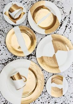 The latest collection designed for Pickard China by celebrity interior designer Kelly Wearstler—is a striking alternative to traditional patterns. gold effect leaf ceramics Design Plat, Plate Design, Kelly Wearstler, Gold Interior, Interior Design, Interior Paint, Vase Deco, Dinner Sets, Deco Table
