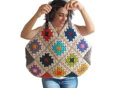 Artículos similares a Gray Granny Sguare Afghan Croched Handbag With Leader Handles and Crochet Flowers en Etsy Crochet Tote, Crochet Handbags, Crochet Purses, Knit Crochet, Knitted Bags, Knitted Blankets, Sac Granny Square, Tote Bags Handmade, Crochet Accessories