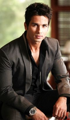 Shahid Kapoor (b. 25 February is an Indian actor who appears in Bollywood… Indian Celebrities, Hollywood Celebrities, Gorgeous Men, Beautiful, Indian Star, Shahid Kapoor, Cinema, Handsome Actors, Bollywood Stars