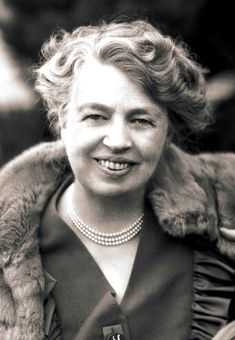 Portrait of Anna Eleanor Roosevelt, American author, diplomat and humanitarian. She was the wife of Franklin D. Roosevelt and served as a delegate to the United Nations and was chairperson of the U. Commission on Human Rights. Presidents Wives, American Presidents, American History, British History, Native American, Harry Truman, Marie Curie, Theodore Roosevelt, Equal Rights