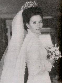 Lady Elizabeth Georgiana, daughter of Lady Anne Bowes-Lyon, on her wedding day, wearing the Princess Viggo belle epoque tiara.