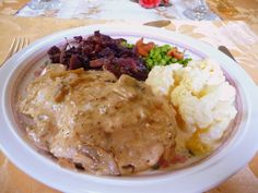 SPLENDID LOW-CARBING          BY JENNIFER ELOFF: SKILLET CHICKEN IN MUSHROOM SAUCE
