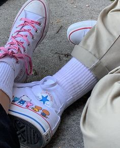 Buy and sell authentic Converse Chuck Taylor All-Star Hi Hello Kitty White shoes and thousands of other Converse sneakers with price data and release dates. Hipster Grunge, Style Grunge, Soft Grunge, Sock Shoes, Cute Shoes, Me Too Shoes, Galaxy Converse, Aesthetic Shoes, Aesthetic Clothes