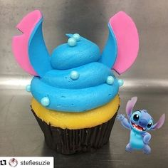 New Stitch Cupcake is out of this world! – Disney Food – # … New Stitch Cupcake is out of this world! – Disney Food – New Stitch Cupcake is out of this world! – Disney Food – # … New Stitch Cupcake is out of … Disney Desserts, Disney Cupcakes, Cute Desserts, Cute Cupcakes, Disney Food, Cupcakes Decoration Disney, French Desserts, Cute Cupcake Ideas, Star Cupcakes