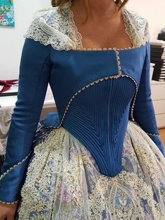 Love the lace and the corset<<lovely silhouette 18th Century Dress, 18th Century Costume, 18th Century Clothing, 18th Century Fashion, Vintage Dresses, Vintage Outfits, Vintage Fashion, Historical Costume, Historical Clothing