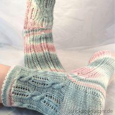 Wool Thousand Beautiful Wild strickabenteuer. Knitting Socks, Hand Knitting, Knit Socks, Summer Knitting, Cool Socks, Awesome Socks, Knitting Projects, Knitting Ideas, Knit Patterns