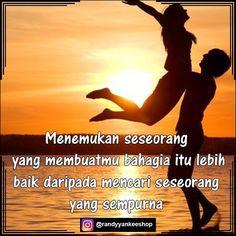 Menemukan seseorang yg membuatmu bahagia itu lebih baik daripada mencari seseorang yg sempurna  #semangatsore #semangatmalam