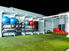 Dynamic training, speed and agility drills, suspended exercise, and calisthenics lead the most popular exercise modalities in gyms and health clubs. Are you a fan of this design? #gymdesign #healthclubdesign #indoorturf #fitnessstorage #exerciseequipment #functionaltraining