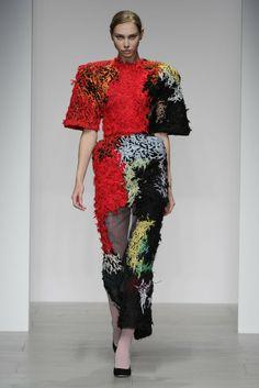 Central Saint Martins Anita Hirlekar RTW Fall 2014 [Photo by Giovanni Giannoni] College Fashion, Fashion Week, New Fashion, Fashion Art, Fashion Show, Autumn Fashion, Womens Fashion, Fashion Design, Fashion Trends