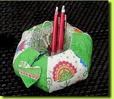 Regina Grewe - Textile Landschaften - Tipps und Tricks - Pennys Hexagonwerkzeugcontainernadelkissen