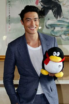 Isn't he handsome or what? #DanielHenney