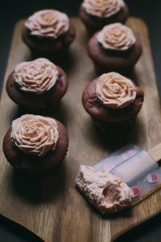 strawberry #cupcakes with frosting roses!