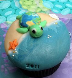 Sea Turtle on the Beach Cupcake