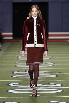 Welcome to Tommy Hilfiger. Classic, American cool style since a modern twist on tradition, reinventing the fashion icons of prep, nautical, sport and rock-n-roll for today. 70s Glam, Tommy Hilfiger Fashion, Cool Style, My Style, Who What Wear, Fall 2015, Designer Collection, I Dress, Catwalk