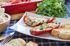 Papriky plněné slaným sýrem, doplněné lahodnými olivami vám učarují.
