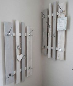 """Isabella saved to IsabellaHakenleisten - Garderobe lamemo """"Variabel"""", grau-w. Pallet Furniture, Grey And White, Wood Projects, Diy Home Decor, Sweet Home, Shabby Chic, Shelves, House Design, Beautiful Pictures"""