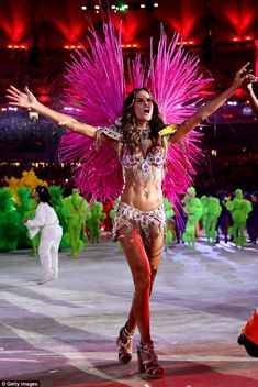 Out with a bang! Izabel Goulart revealed almost all of her stunning figure in a sexy carnival costume for the Olympics Closing Ceremony on Sunday night Rio Carnival Costumes, Samba Costume, Caribbean Carnival, Carnival Festival, Latest Movie Trailers, Izabel Goulart, Hollywood Celebrities, Supermodels, Olympics
