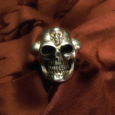 ROCKMANTIS skull ring - Dogale Jewellery Venice Italy
